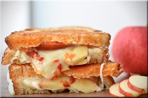 apple grilled cheese 300x200